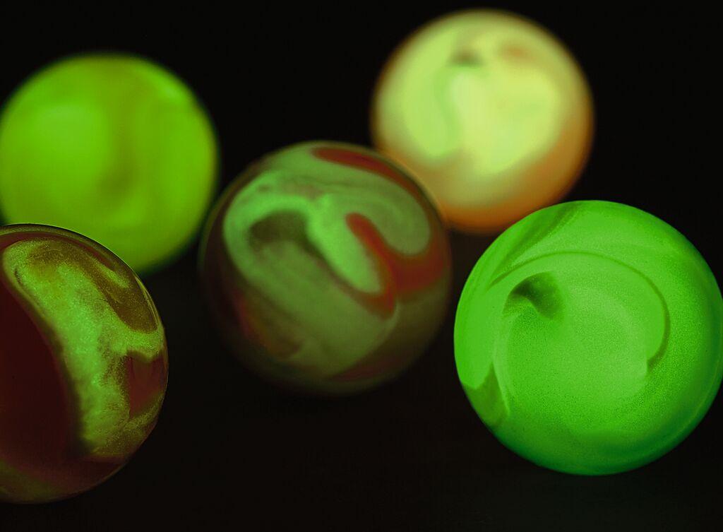 Leuchtender Galaxie-Flummi (versch. Farben)
