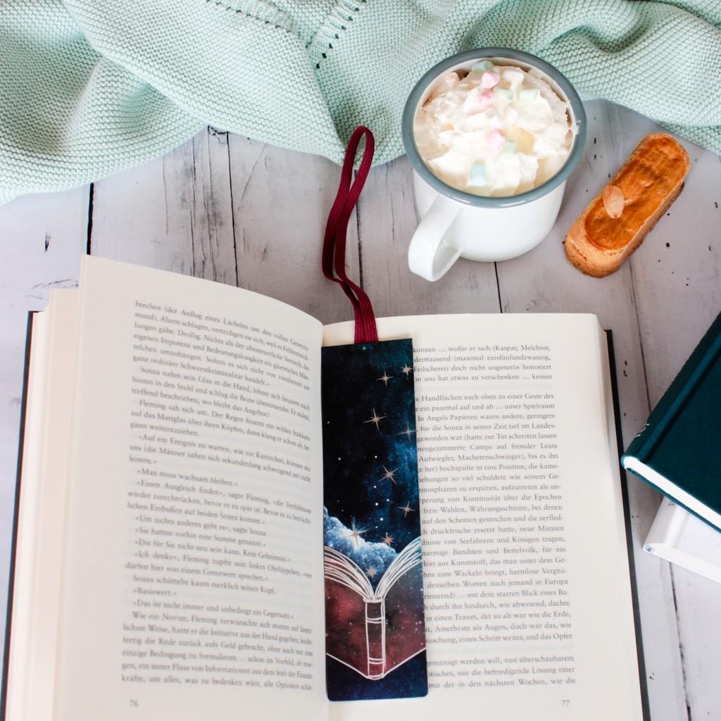Lesezeichen mit Band Universum Buch