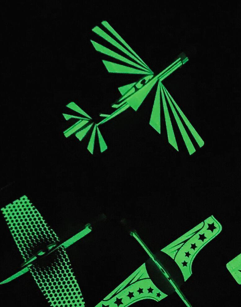 Leuchtender Segelflieger Glow in the Dark (versch. Designs)